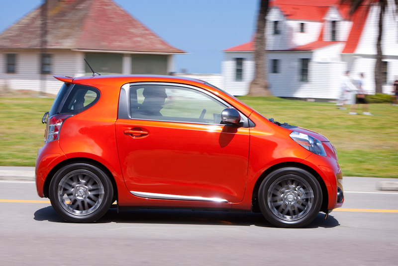 Scion iQ - small sized, high fuel economy compacts - The Wheel World - Howard Walker