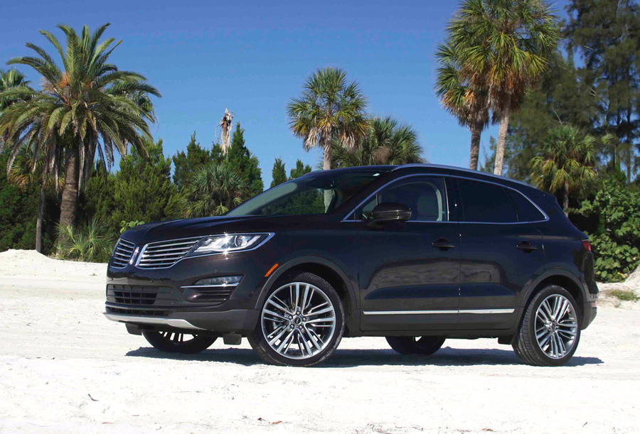 Lincoln SUV - MKC Black Label - automotive review with Howard Walker