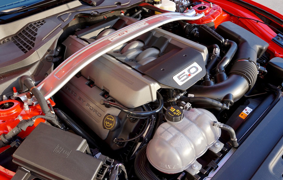 the 5.0 motor in the 2016 Mustang GT Convertible, California Special