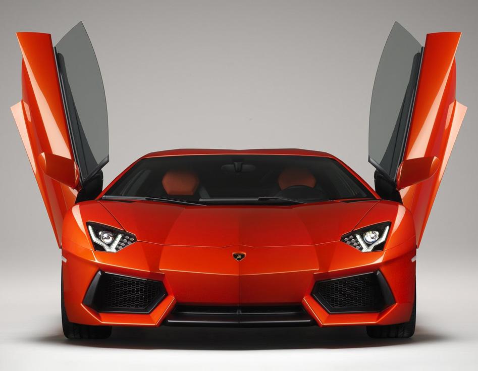 Lamborghini Aventor LP700-4 - doors agape - Howard Walker