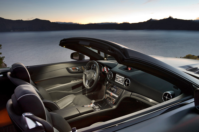 2013 Mercedes SL interior - luxury sports car for South Florida - Howard Walker, automotive editor and expert