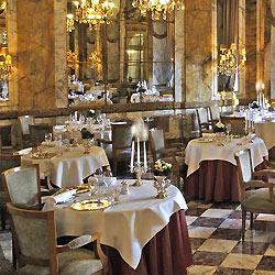 Grand dining room at Les Ambassadeurs in Paris