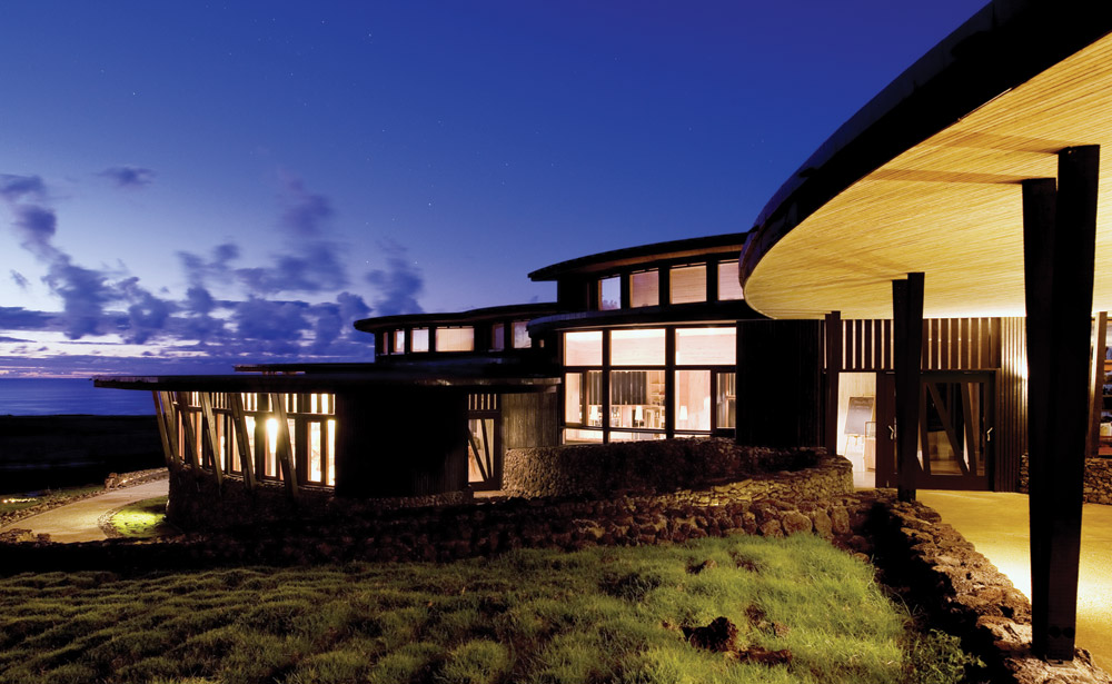 room-and-exterior-of-Explora-Rapa-Nui