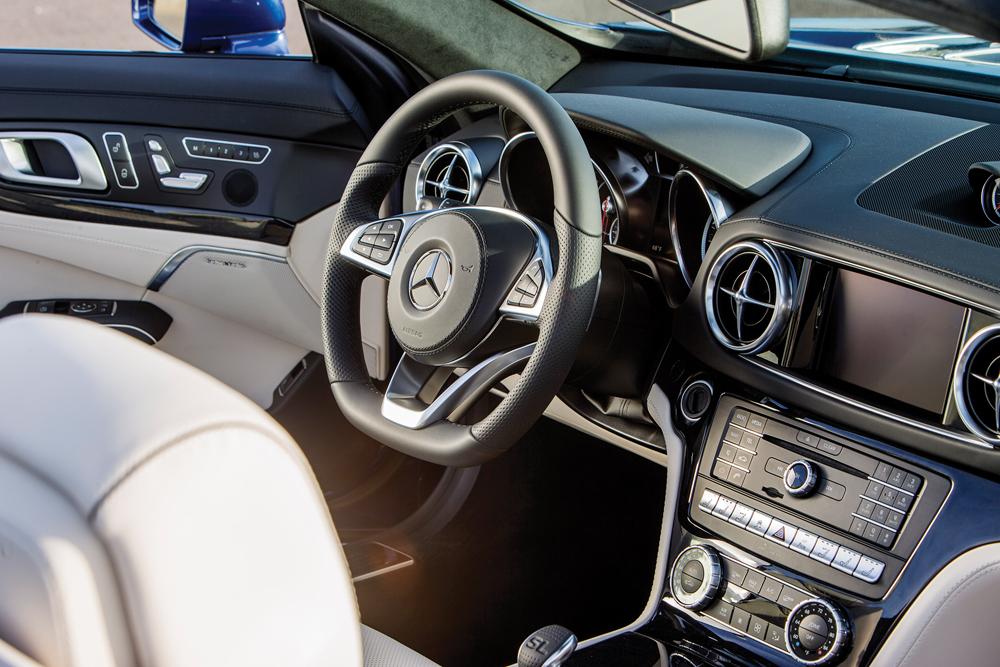 Der neue Mercedes SL, San Diego 2016, Pressefahrveranstaltung, Mercedes-Benz SL 550, Adaptives Dämpfersystem, brillantblau metallic, Leder Exklusiv Nappa porzellan/schwarz, The new SL San Diego 2016, Mercedes-Benz SL 550, Variable dampers, brilliant blue metallic, Exclusive nappa leather porcelain/black