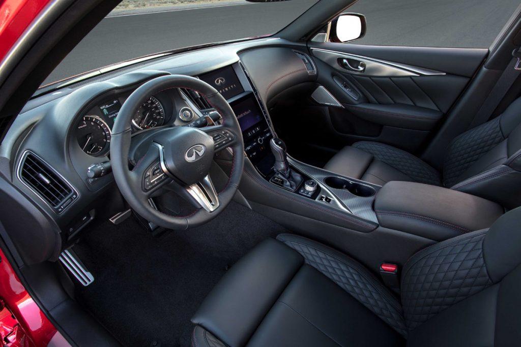Infiniti Q50 dashboard, steering wheel