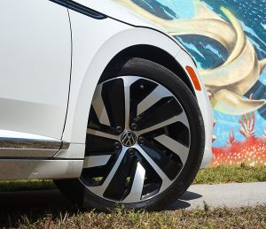 Volkswagen Arteon Flagship sports sedan 19-inch wheels