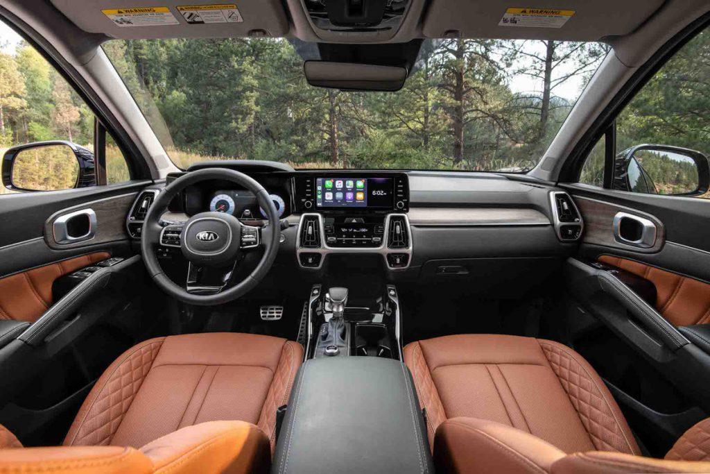 PBI/NI/FLI Wheel World/High Road Kia Sorento dashboard