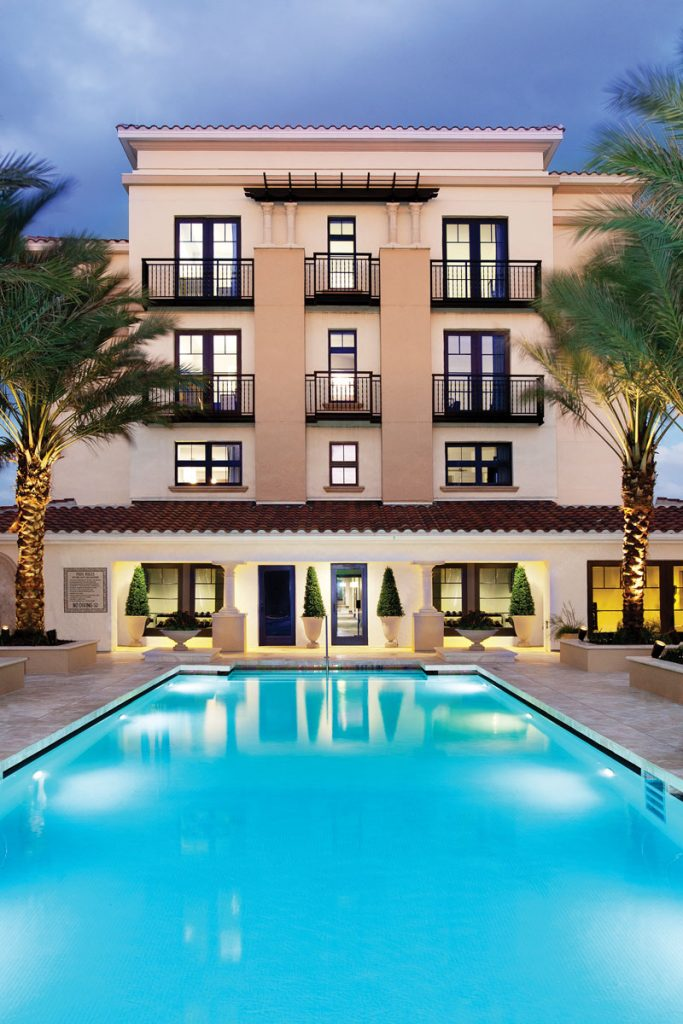 Alfond Inn at Rollins College pool, photo bBaker Barrios Architects