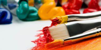 Art supplies, application, photo by Anna Kolosyuk via Unsplash